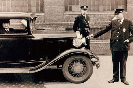 Một thế kỷ phát triển của xe cảnh sát