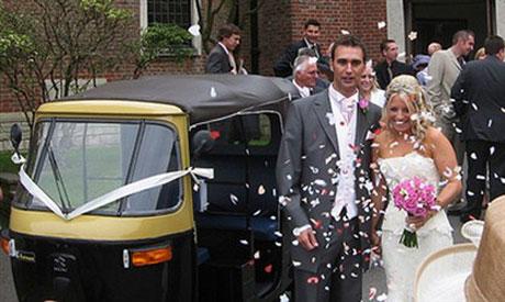"""10 xe cưới """"ngộ"""" nhất nước Anh"""