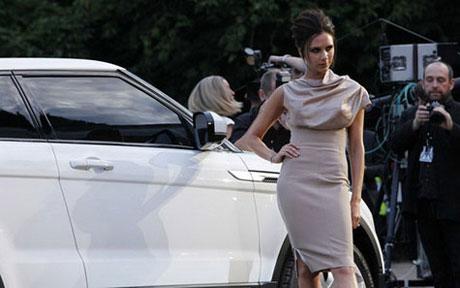 Vợ chồng Beckham đi dạ tiệc cùng Land Rover