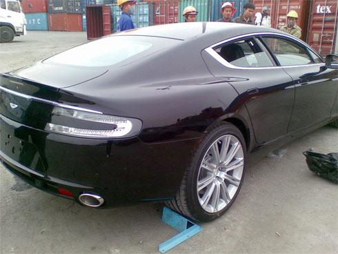 Aston Martin Rapide thứ hai về Việt Nam