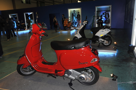 Bên cạnh Vespa LX -S, năm nay Piaggio còn chào bán cả mẫu ZIp nội địa và PX 125 nhập khẩu
