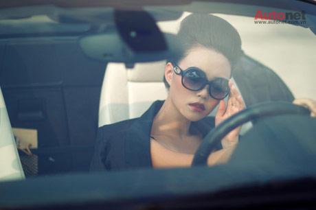 """Lê Hoàng """"tám"""" về thiếu nữ lái xe hơi"""