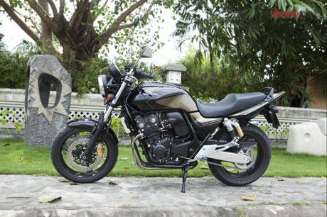 """Honda CB400 Super Four vẫn luôn được xem là hàng """"hot"""" cho các bạn trẻ đam mê"""