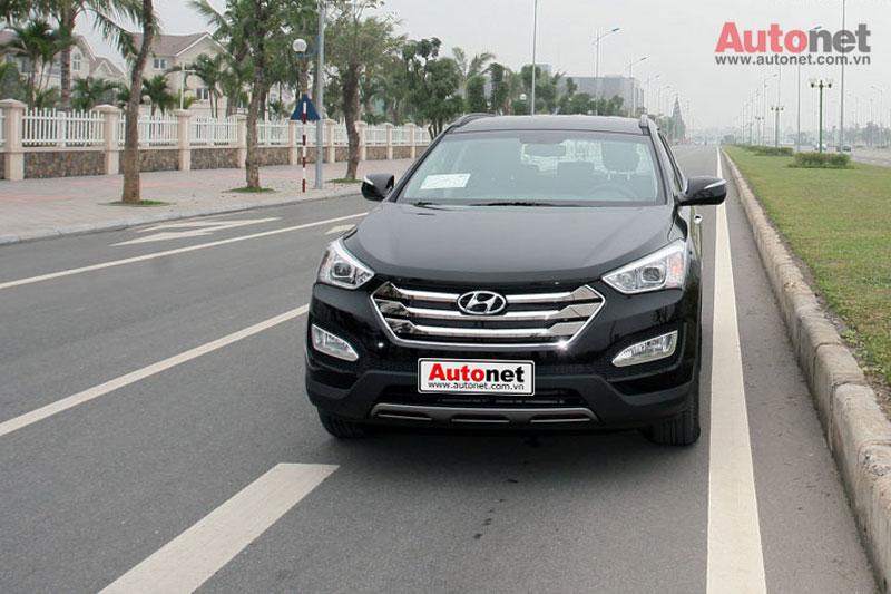 Hyundai Santa Fe ch?ng minh cho ng??i tiêu dùng th?y ?? b?n b? và tin c?y không thua kém các m?u xe ??n t? Nh?t B?n hay châu Âu