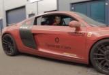 Người Sắt mặc giáp lái Audi R8 trên phố London