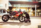 1199 Panigale S Tricolore uniquely modded by Vietnamese workmans