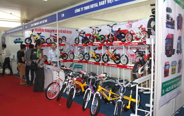 "The phrase ""electric bicycle everywhere"" can be used to describe Auto Expo 2015"