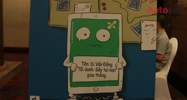 Thủ phạm gây nên TNGT chính là chiếc điện thoại di động - Đừng sử dụng nó khi lái xe