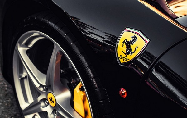 7024889-ferrari-badge