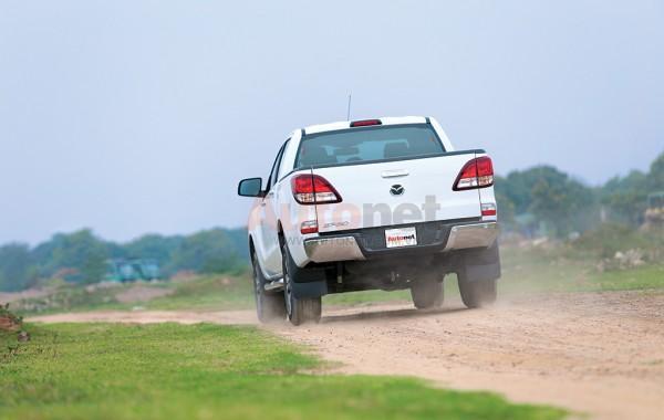 Trên Mazda BT-50 vẫn có đầy đủ nhiều công nghệ an toàn.