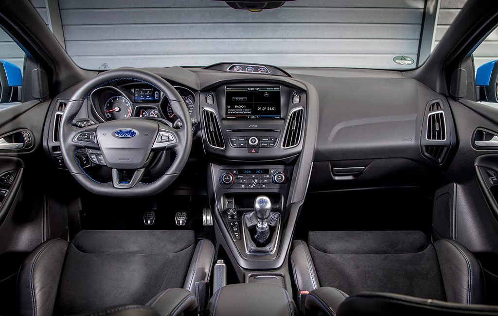 2016-Ford-Focus-RS-interior-view-03