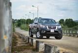 Nissan Navara NP300 EL: Thanh lịch trên phố, hầm hố đường trường