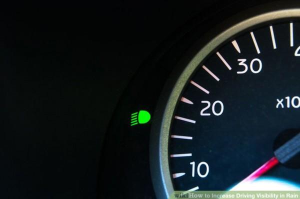 5.Sử dụng đèn chiếu gần (cốt) trong trời mưa để đảm bảo phương tiện đối diện có thể nhìn rõ xe mình.