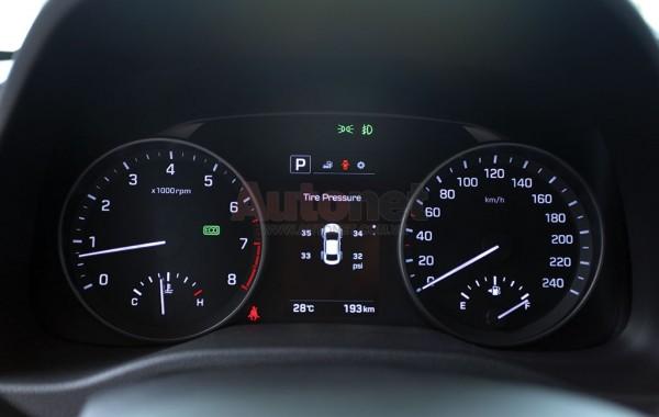 Hyundai Elantra 2016 là chiếc xe duy nhất trong phân khúc được trang bị hệ thống cảnh báo áp suất lốp