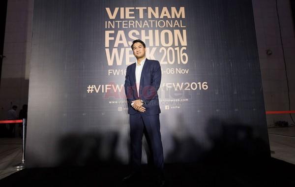 sự xuất hiện của Phillip Nguyễn - doanh nhân trẻ hiện đang sở hữu và phân phối nhiều thương hiệu thời trang cao cấp tại Việt Nam