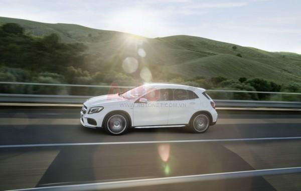 2017-Mercedes-GLA-13