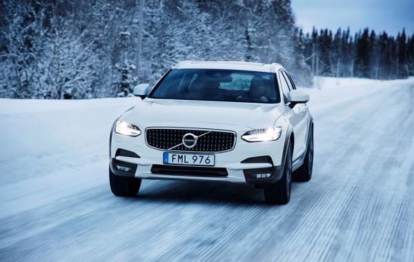 Xe Volvo được biết đến với khả năng giúp bạn có thể đi đến nơi đâu bạn muốn trong bất kể điều kiện thời tiết như thế nào