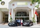 Mercedes-Benz bàn giao bộ đôi E250 cho khách sạn Rex