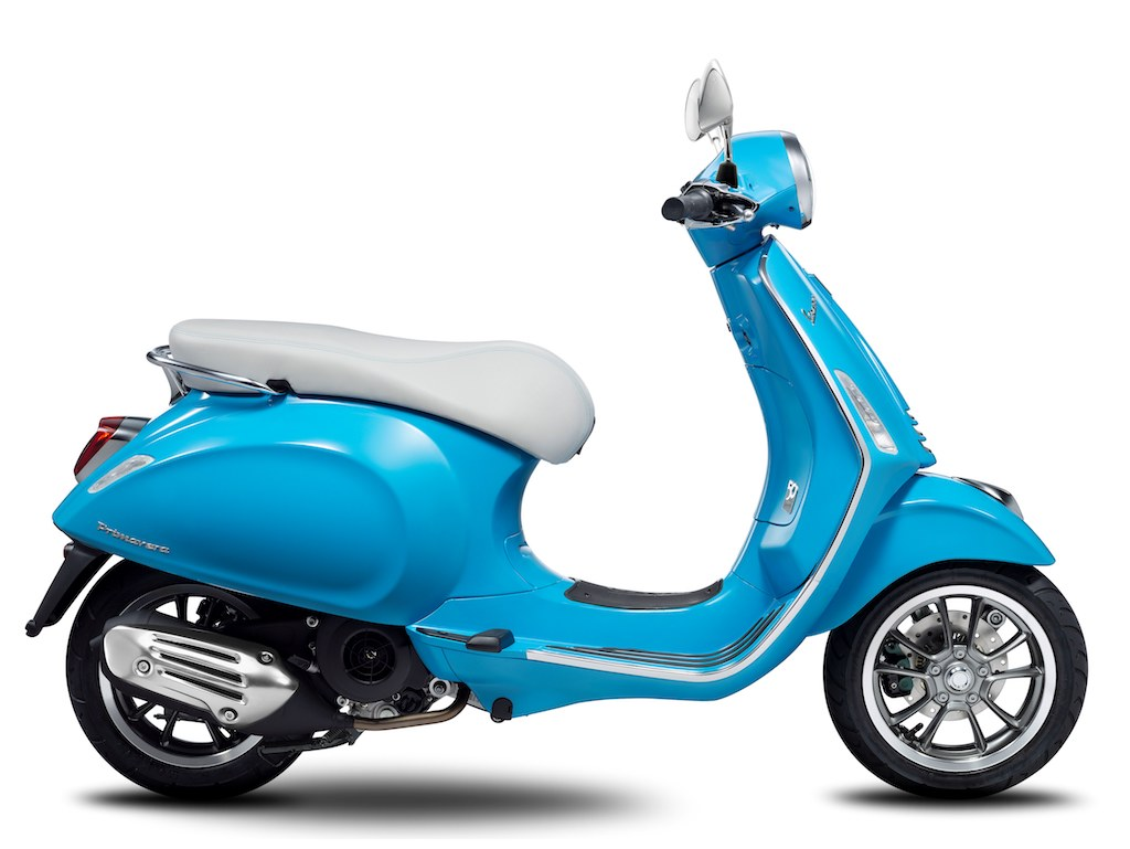 Vespa Primavera 50th Anniversary - Light Blue - Side