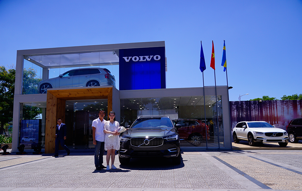 Volvo-Mobile-Showroom_06