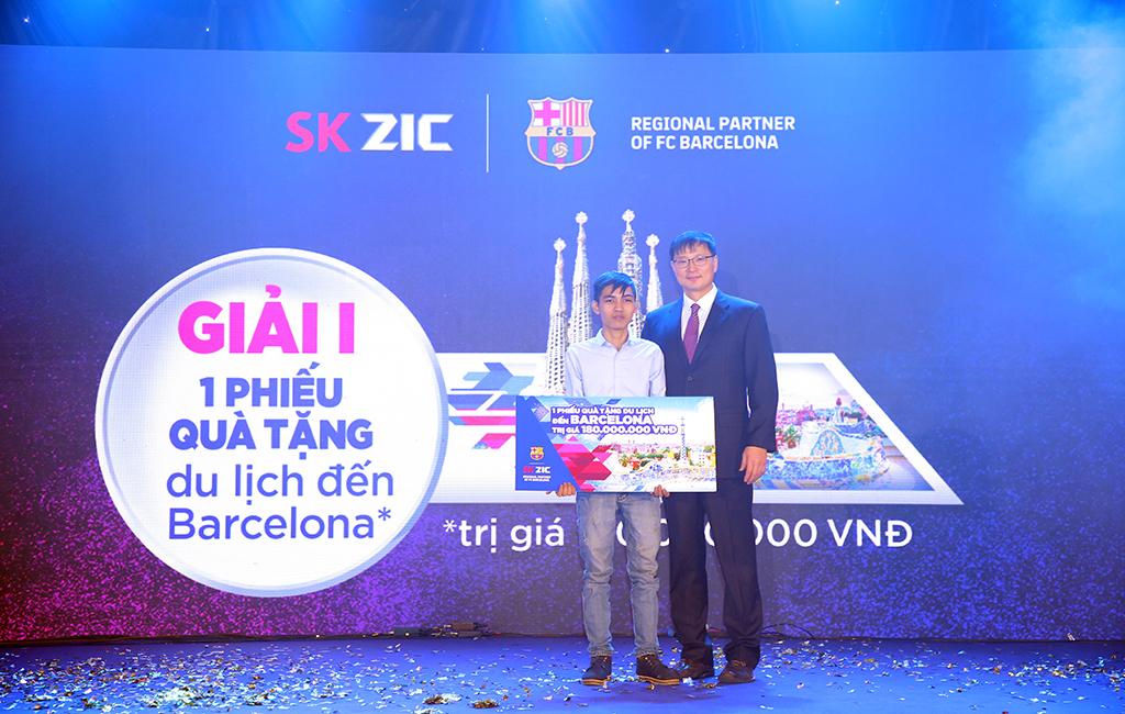 5.-Anh-Nguyễn-Võ-Tài-là-khách-hàng-may-mắn-trúng-giải-I---chuyến-du-lịch-đến-Barcelona-trị-giá-180-triệu-đồng