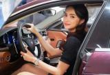 Hoa Hậu Hương Giang sắm Maserati Quattroporte GranLusso màu Rosso Folgore độc đáo.